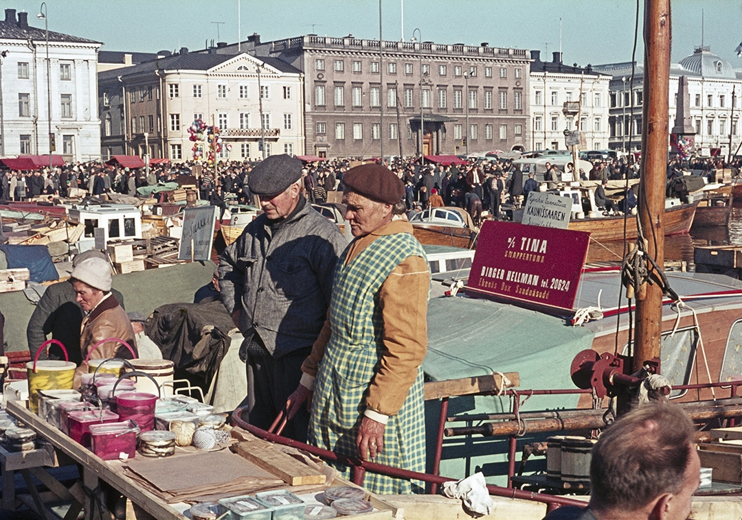 19641005 . Etel‰satama, Kauppatori, kalamarkkinat 5.-6.10.1964.